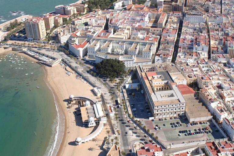 Cierre de la Facultad de Ciencias del Trabajo (Cádiz) durante la Semana Santa